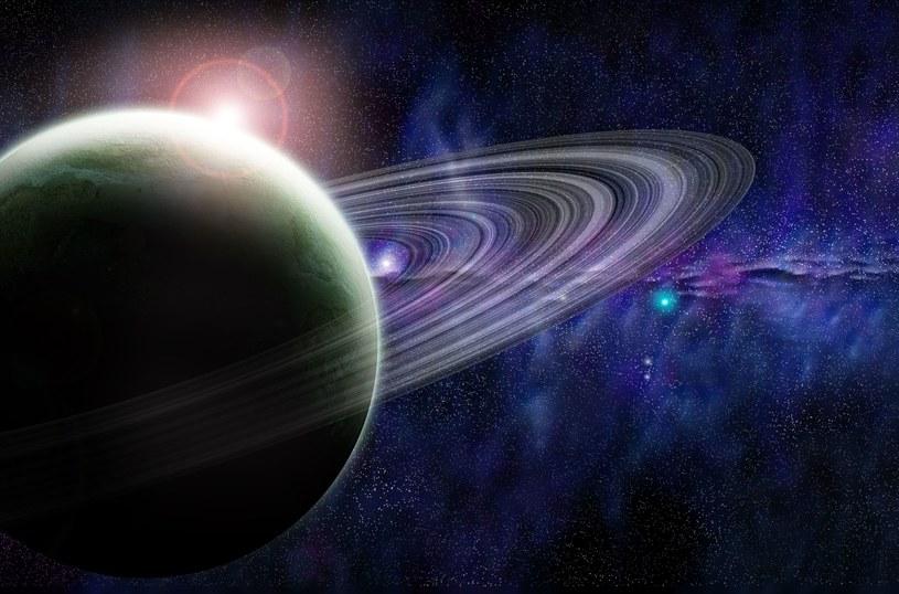 Odkryto 20 nowych księżyców krążących wokół Saturna /123RF/PICSEL