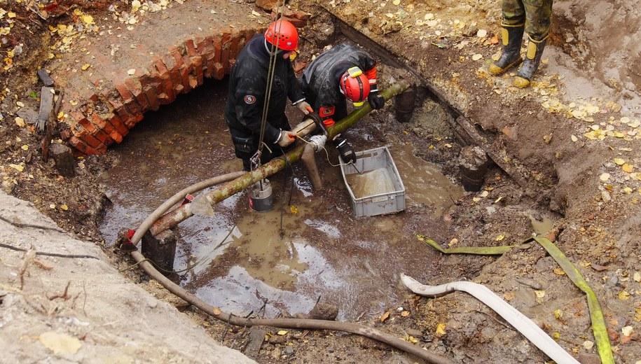 Odkryty szyb jest zalany wodą. Czescy pasjonaci historii przyznają, że to dopiero początek długiej drogi poznawania kompleksu /Ivan Rous, Severočeské muzeum v Liberci /Materiały prasowe