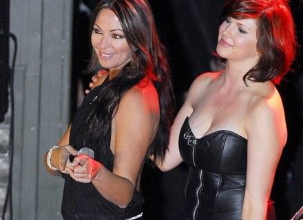 Odl lewej: Tania Zaetta i Brielle Davis na koncercie w Tarin Kowt (Afganistan), 6 kwietnia 2008 /AFP
