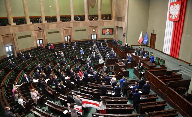 """""""Odmrażanie Sejmu"""". Kiedy wszyscy posłowie wrócą na salę obrad?"""
