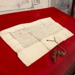 Odnalazł niezwykle cenny dokument z XV wieku w... szufladzie komody pod telewizorem