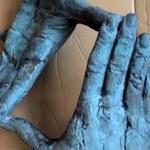 Odnaleziono rzeźbę z grobu Kieślowskiego