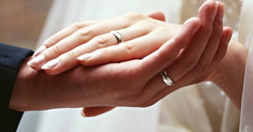 odnowienie przysięgi małżeńskiej /© Photogenica