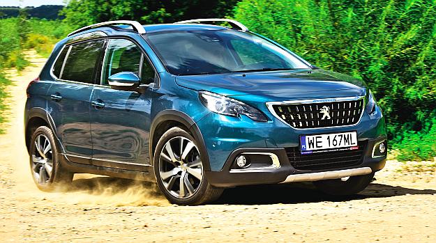 Odnowionego Peugeota 2008 najłatwiej rozpoznać po większej osłonie chłodnicy. Prześwit auta wynosi niezłe 16 cm. /Motor