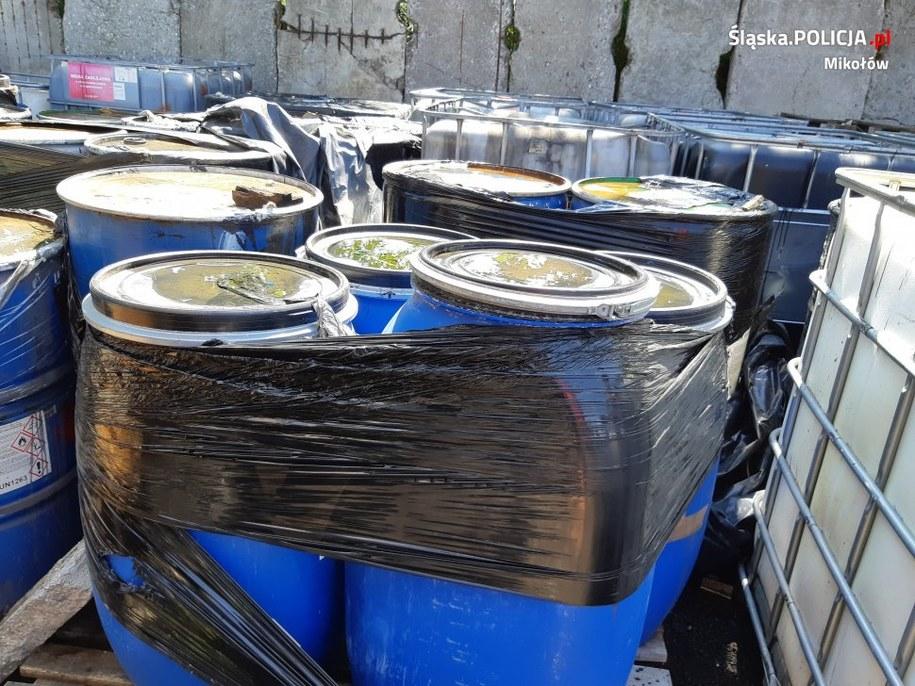 Odpady znaleziono w kilku miejscach w powiecie mikołowskim /Policja