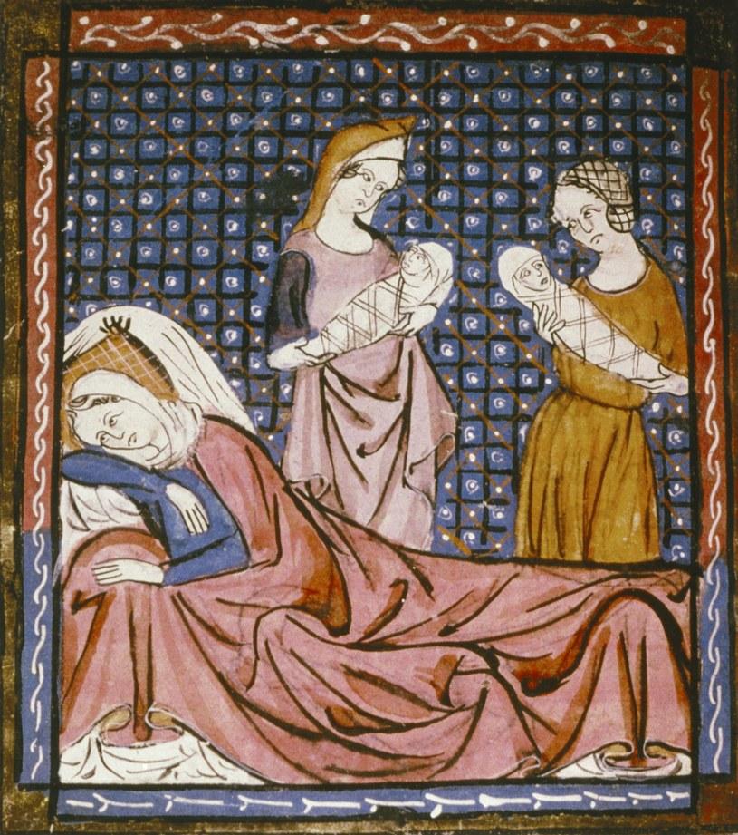 Odpoczynek po porodzie według miniatury z XII wieku (źródło: domena publiczna) /Ciekawostki Historyczne