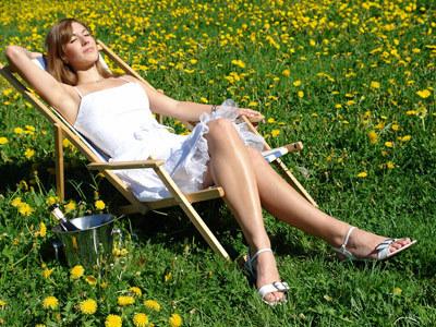 Odpoczynek w promieniach słońca sprzyja uregulowaniu gospodarki hormonalnej  /© Panthermedia