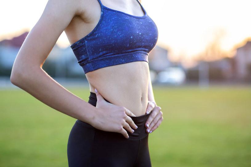 Odpowiednia dieta pomoże wyszczuplić brzuch /123RF/PICSEL