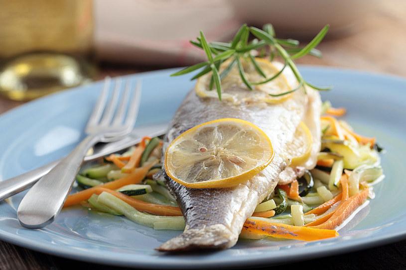 Odpowiednia dieta zminimalizuje ryzyko chorób wątroby. W menu nie żałuj sobie warzyw, ryb i chudego mięsa /123RF/PICSEL