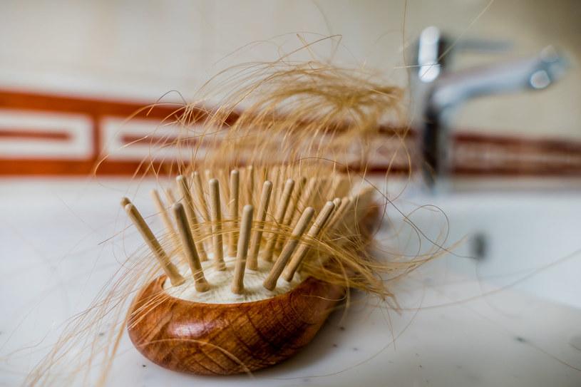 Odpowiednia pielęgnacja zapobiegnie wypadaniu włosów /123RF/PICSEL