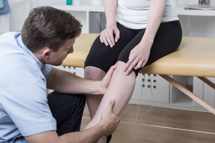 Odpowiednie ćwiczenia wzmaciają mięśnie i zapobiegają bólowi kolan /123RF/PICSEL