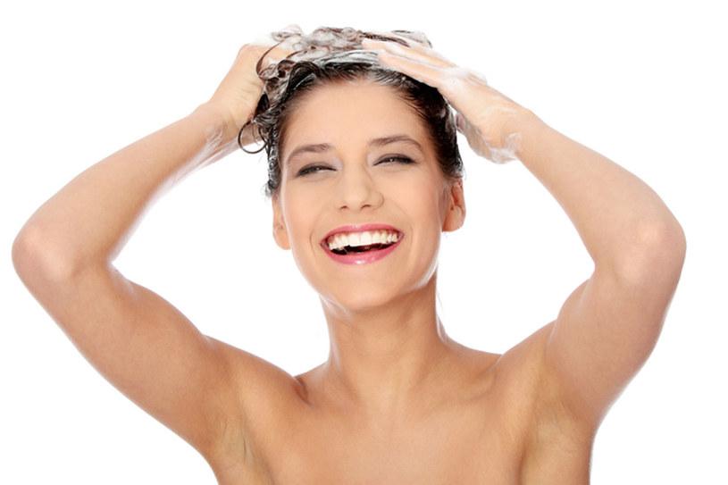 Odpowiednie mycie włosów sprawi, że będą zdrowe i lśniące  /© Panthermedia