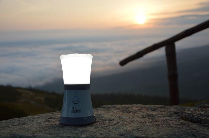 Odpowiednie oświetlenie, dostosowane do potrzeb, to podstawa podczas wyprawy w góry /123RF/PICSEL
