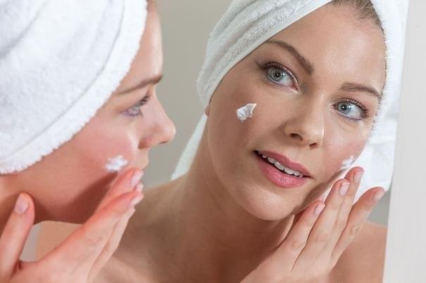 Odpowiednie rytuały pielęgnacyjne zapewnią naszej skórze młodzieńczy i promienny wygląd /123RF/PICSEL