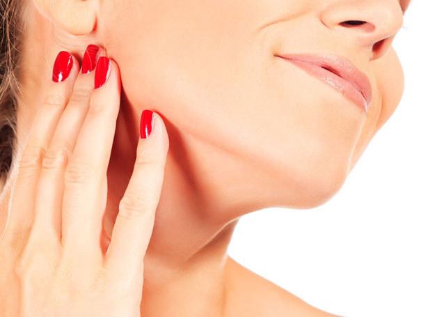 Odpowiednie zabiegi pozwolą zachować jędrność skóry szyi /123RF/PICSEL