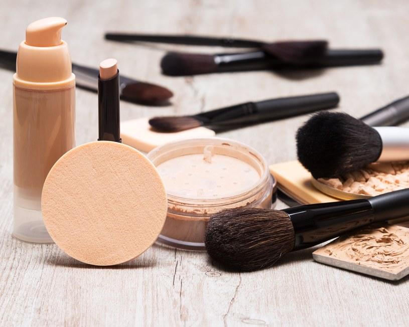 Odpowiednio dobrane kosmetyki pomogą ukryć problem /123RF/PICSEL