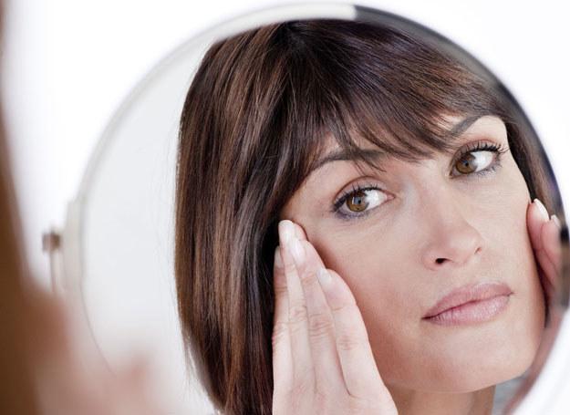 Odpowiednio dobrane kosmetyki, wymodelują twarz /123RF/PICSEL