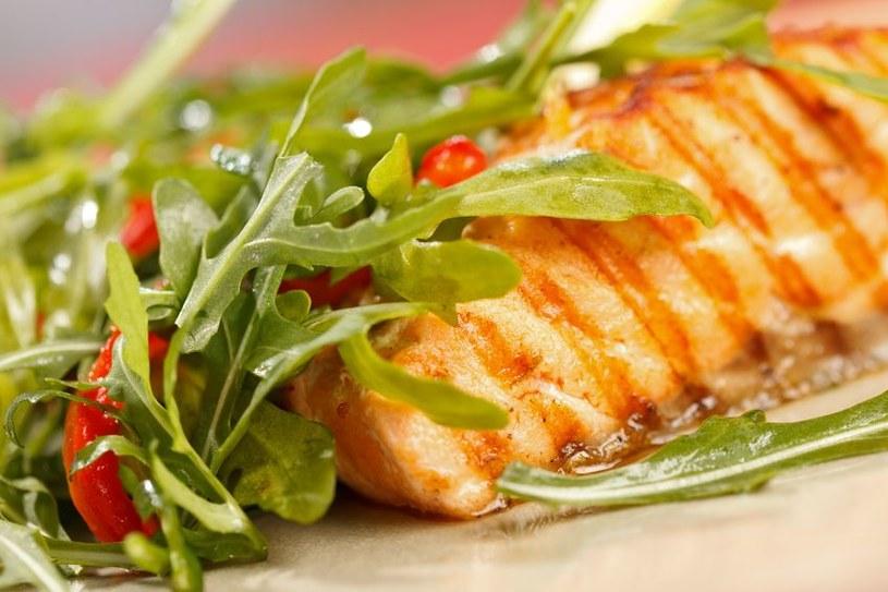 Odpowiednio dobrane, przygotowane, a następnie upieczone produkty nie mają wiele kalorii /123RF/PICSEL