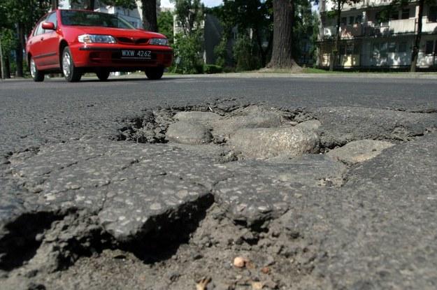 Odpowiedzialni za budowę i utrzymanie dróg tolerują złodziejstwo i brakoróbstwo /Fot. Wojciech Traczyk /East News