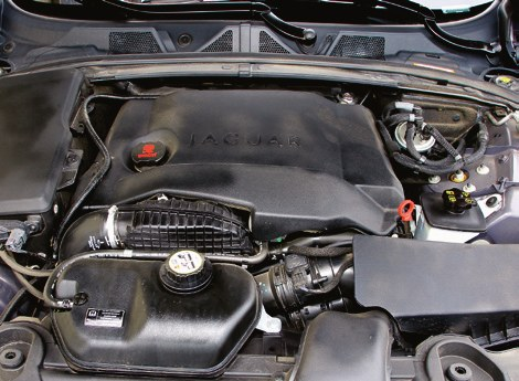 Odradzamy: 2.7 TDV6 jest pechową jednostką, w której nagminnie zacierają się panewki. /Motor