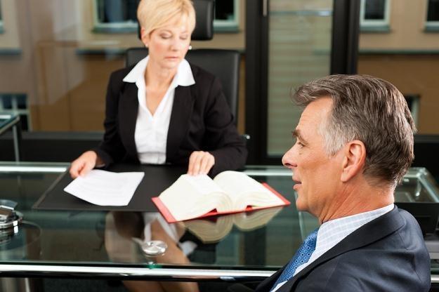 Odrzucenie spadku przed notariuszem lub sądem pozwala uniknąć długów spadkowych /© Panthermedia