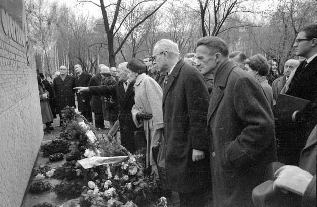 Odsłonięcie pomnika cichociemnych na warszawskich Powązkach - 19 września 1965 r. /Bogdan Łopieński /Agencja FORUM