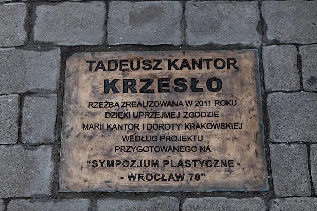 """Odsłonięto rzeźbę """"Krzesło"""" Tadeusza Kantora / fot. Maciej Kulczyński /PAP"""
