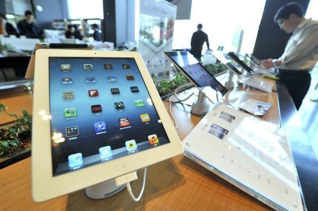 Odtwarzanie materiałów wideo na tabletach wkrótce będzie jeszcze łatwiejsze /AFP