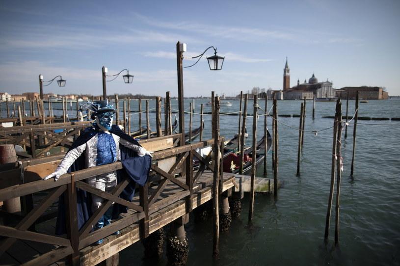 Odwołano imprezy karnawału w Wenecji /ABIR SULTAN /PAP