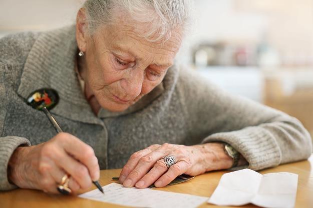 Odwrócony kredyt hipoteczny - bójcie się, seniorzy! /©123RF/PICSEL
