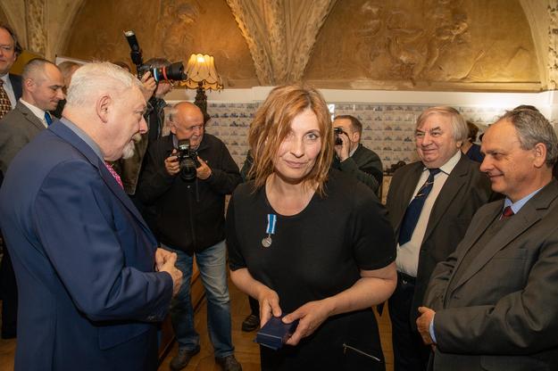 Odznakę Honoris Gratia otrzymała Małgorzata Wosion-Czoba /krakow.pl /Materiały prasowe