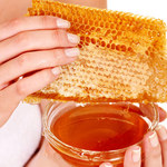 Odżywcze kosmetyki z miodem i cynamonem