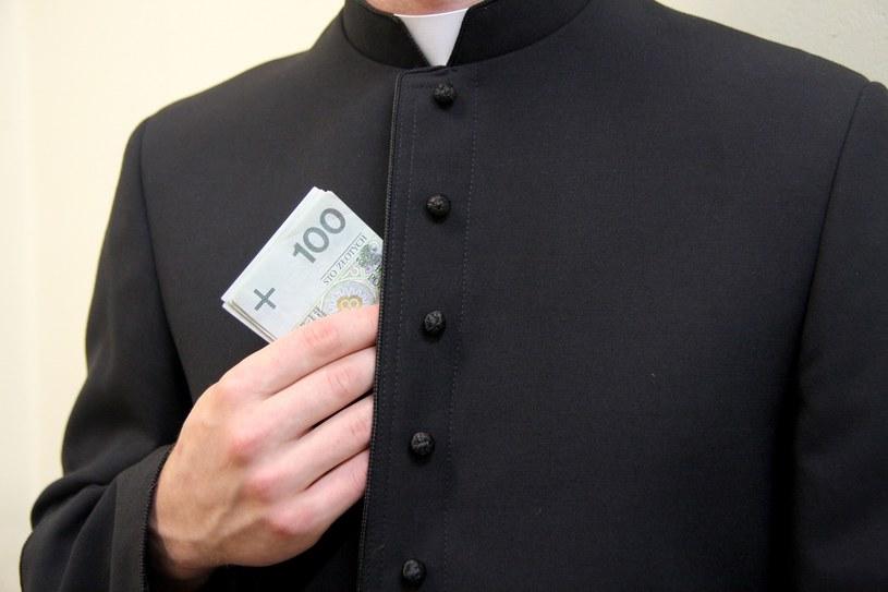 Ofiara, którą składamy Kościołowi powinna być dobrowolna /East News