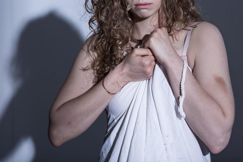 Ofiarom niezwykle trudno jest wyrwać się z kręgu przemocy /123RF/PICSEL