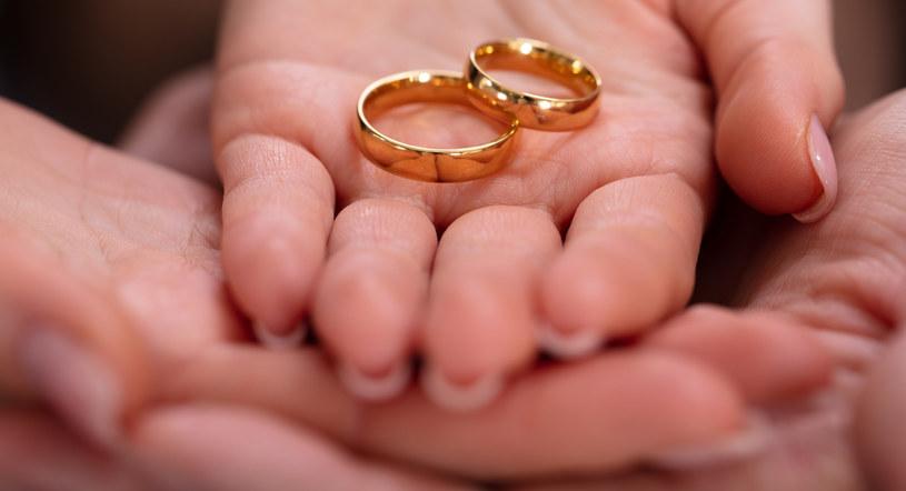 Ofiarowanie ukochanej osobie konsoli nowej generacji, to nowy trend wśród zakochanych par /123RF/PICSEL