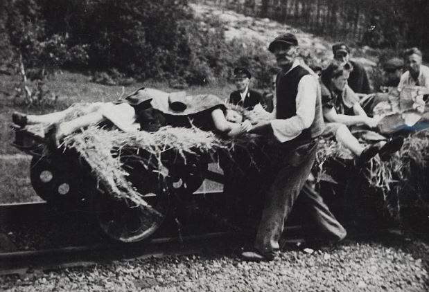 Ofiary napadu na pociąg pod Zatylem dokonanego przez UPA 16 czerwca 1944 roku /foto.zbrodniawolynska.pl/IPN  /