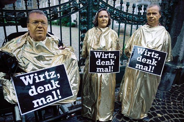 Ofiary talidomidu protestują w niemieckim Stolberg, 1 września 2012 /AFP