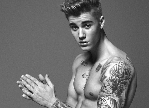 Oficjalne zdjęcie Justina Biebera z kampanii Calvin Kleina (fot. Facebook) /