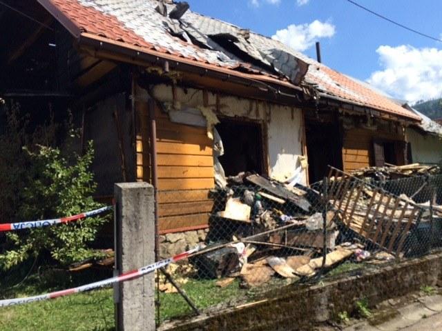 Ogień strawił drewniany dom. W pożarze zginęło dwóch chłopców /Anna Kropaczek /RMF24.pl