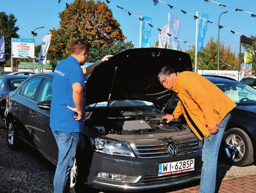 Modne ubrania Kredyt i samochód od ręki? Kupujemy auto używane w komisie i AL59