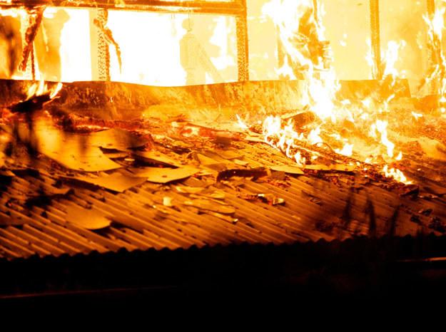 Ognia nie udało się jeszcze opanować / Zdjęcie ilustracyjne /123RF/PICSEL
