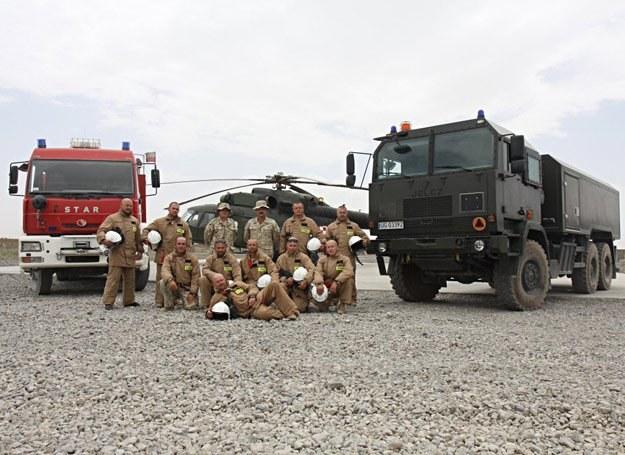 """""""Ognioodporni"""" strażacy z polskiej bazy w afgańskim Ghazni /fot. Artur Weber/PKW Afganistan /"""