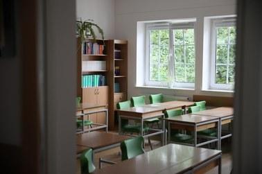 Ognisko COVID-19 w krakowskiej podstawówce i liceum. Chorzy nauczyciele