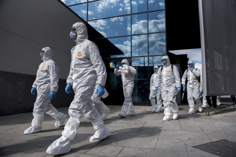 Ognisko koronawirusa w Hiszpanii przybiera na sile /Carlos Gil/AP /East News