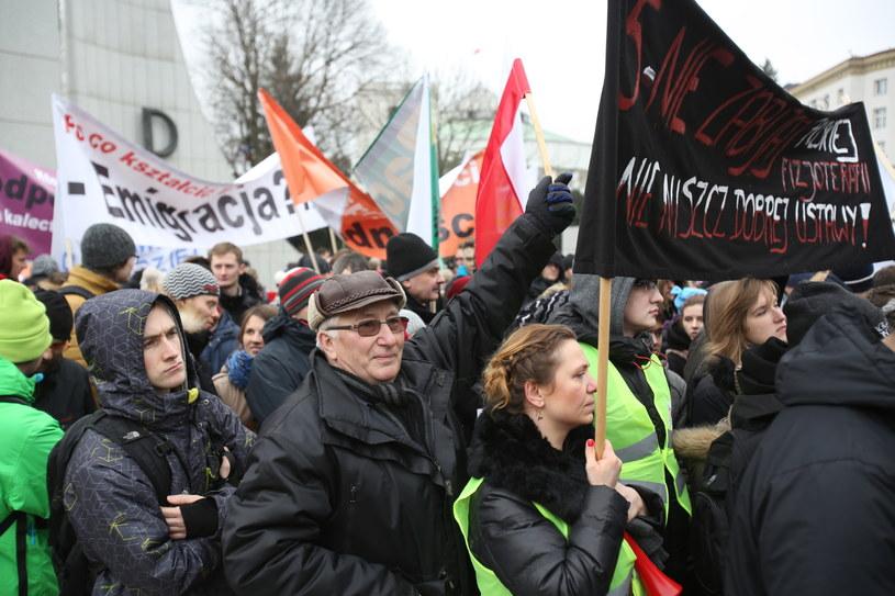 Ogólnopolski protest fizjoterapeutów i pacjentów przeciwko nowelizacji ustawy o zawodzie fizjoterapeuty /Leszek Szymański /PAP