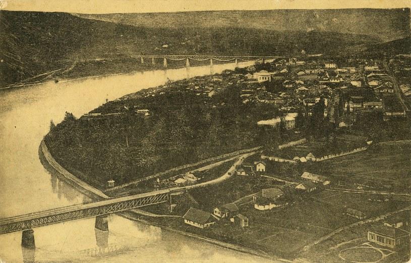 Ogólny widok na Zaleszczyki. Rok 1908 /Lech Krolikowski Collection /East News