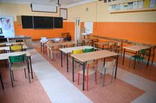 Ograniczenia dla seniorów, szkoły podstawowe częściowo zdalnie. Znamy nową listę obostrzeń