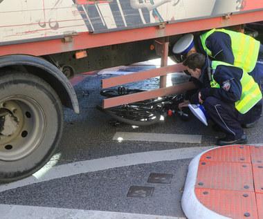 Ograniczenie prędkości dla samochodów. Do... 11 km/h