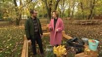 Ogrodnik Łukasz Skop zdradza, jak przemienić jesienne liście w ziemię