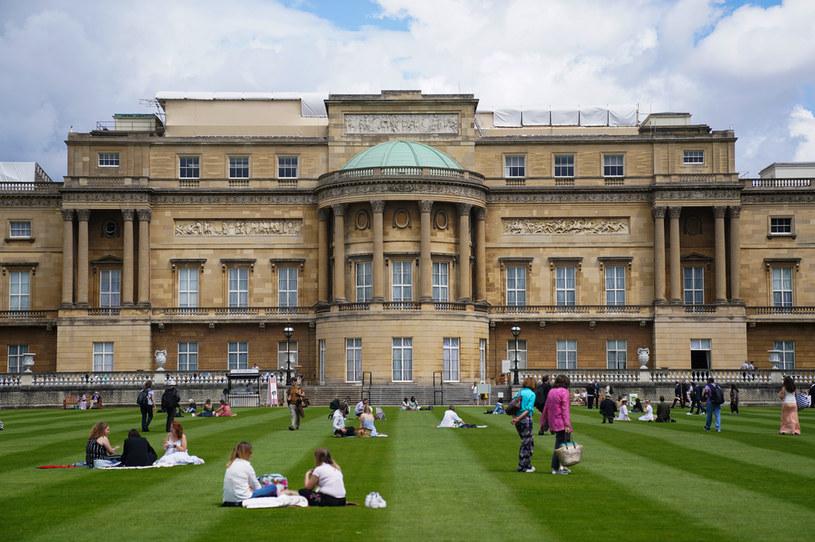 Ogrody Pałacu Buckingham przyciągają coraz większą liczbę zwiedzających. Na ich terenie można odpocząć na łonie przyrody /Kirsty O'Connor/PA Images /Getty Images